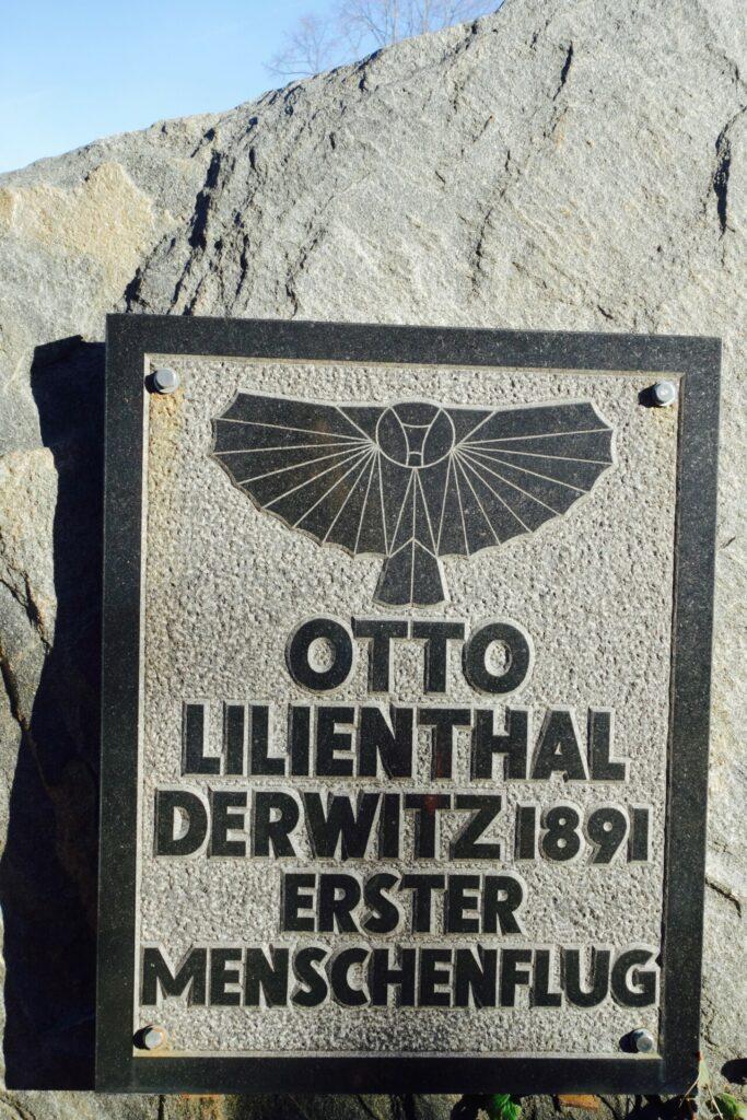 Steinerner Gedenkstein Erster Menschenflug Derwitz