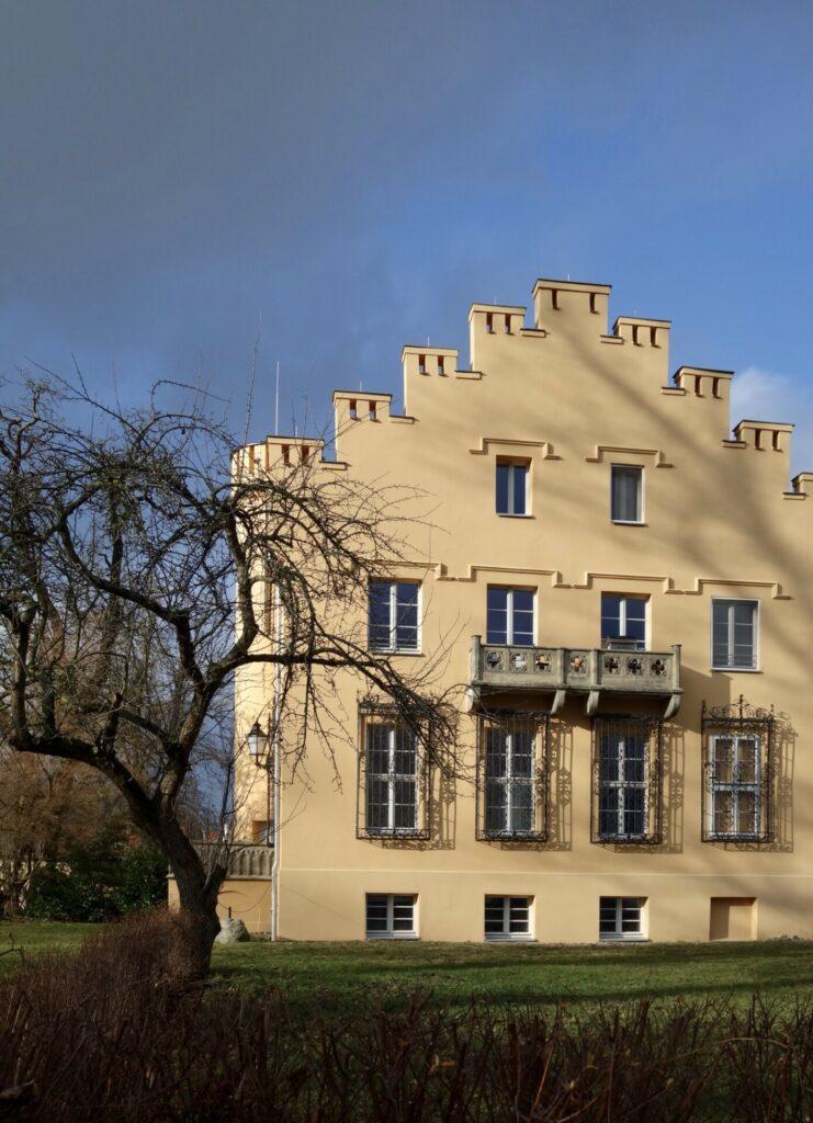 Petzow. Ein Schloss am See, ein englischer Park und ein Verbrechen.