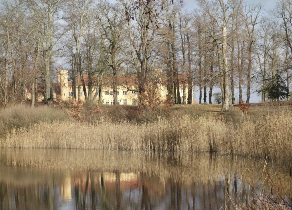 Schloß Petzow am Haussee.