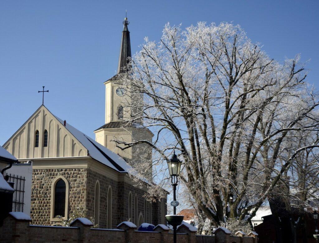 Kirche in Teltow im Winter