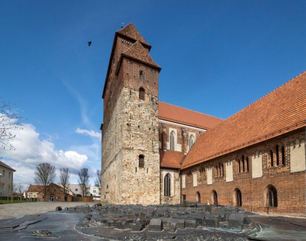 Blick auf Dom und Stadtmodell in Havelberg