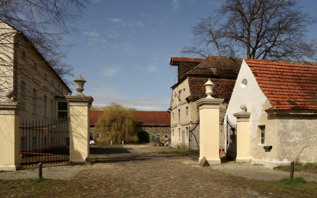 Wirtschaftshof des Gutes in Groß Kreutz