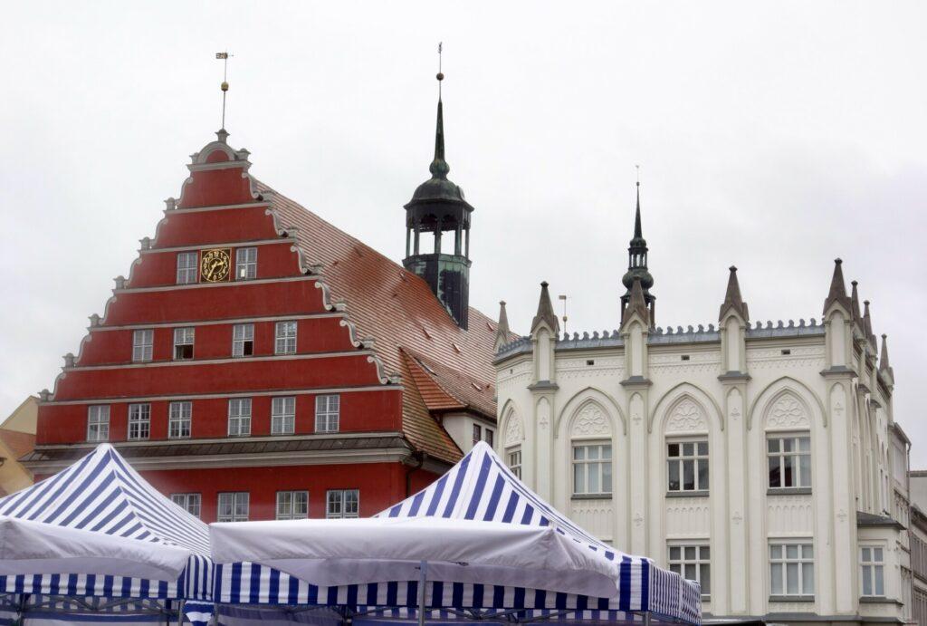 Blick auf das Greifswalder Rathaus