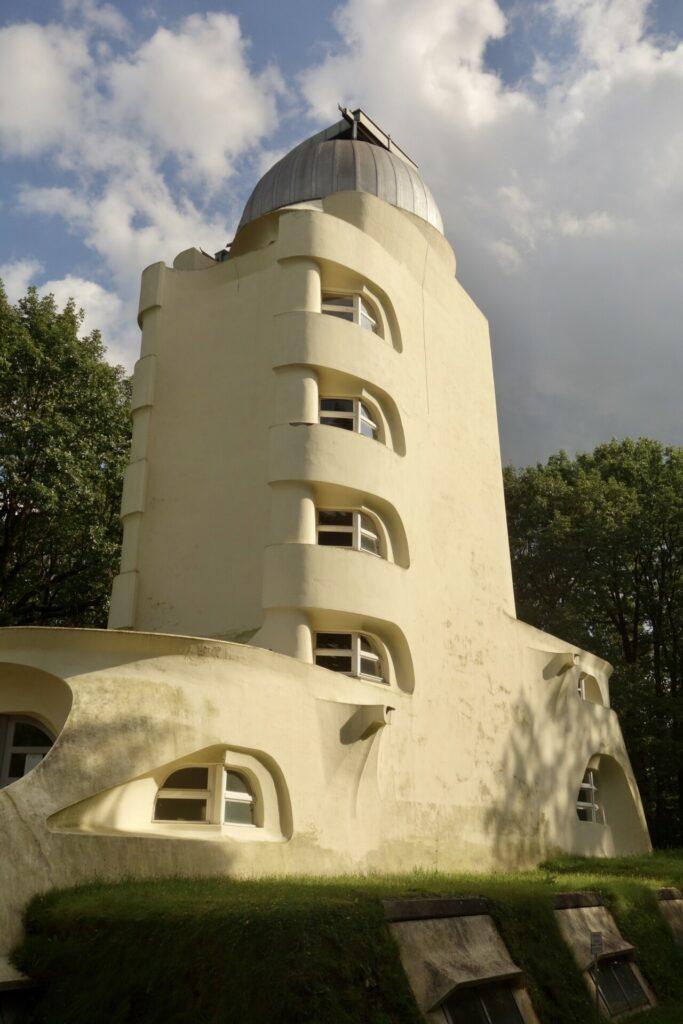 Wissenschaftspark Albert Einstein. Ein Rundgang auf dem Potsdamer Telegrafenberg. Himmel, Erde, Klima.